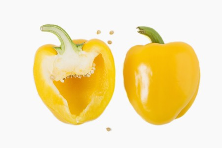 halved: Yellow pepper, halved LANG_EVOIMAGES