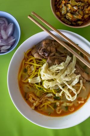 soi: Khao soi (noodle soup with chicken, Thailand) LANG_EVOIMAGES
