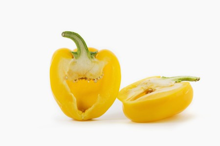 pimiento: Yellow pepper, halved LANG_EVOIMAGES