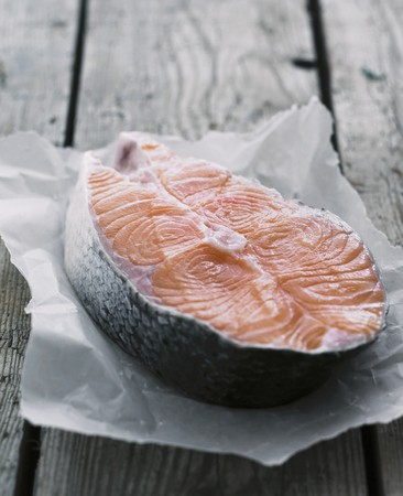 salmon steak: A fresh salmon steak LANG_EVOIMAGES
