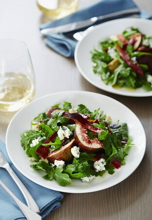 arugola: Rocket salad with blue cheese, Prosciutto and figs LANG_EVOIMAGES