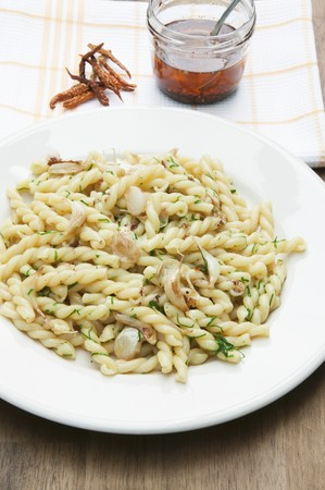 olio: Gemelli aglio e olio (pasta with garlic and oil, Italy) LANG_EVOIMAGES