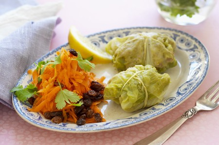 savoy cabbage: Savoy cabbage parcels filled with minced meat served with a raw carrot salad