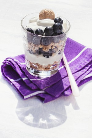 trifle: Blueberry trifle with quark cream and amarettini