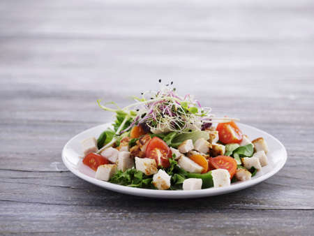 beansprouts: Tomato salad with chicken and beansprouts
