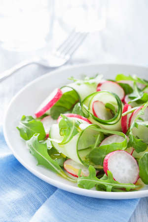 arugola: Cucumber salad with radishes and rocket