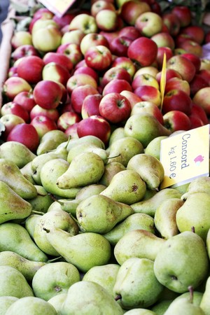 concord grape: Concord pears and red apples at a market