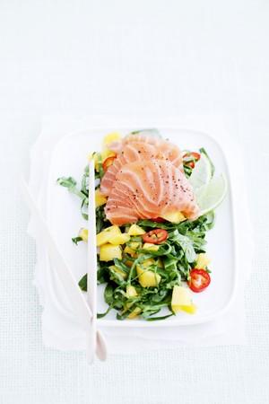 arugola: Rocket salad with sashimi and mango