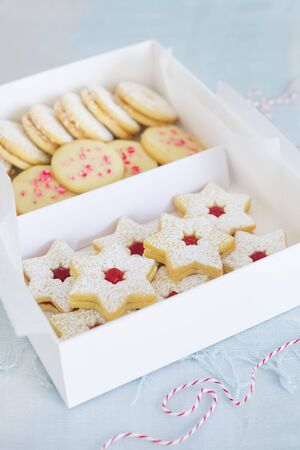 jams: Various Christmas biscuits in a gift box LANG_EVOIMAGES