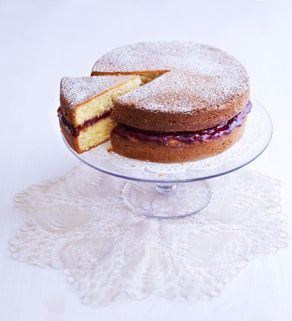 jams: A Victoria Sponge Cake dusted with icing sugar LANG_EVOIMAGES