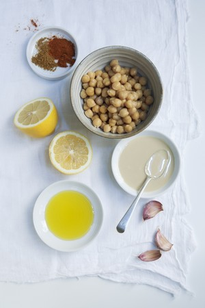garbanzos: Ingredientes para el hummus: garbanzos, tahini, ajo, lim�n, aceite de oliva, piment�n y comino LANG_EVOIMAGES