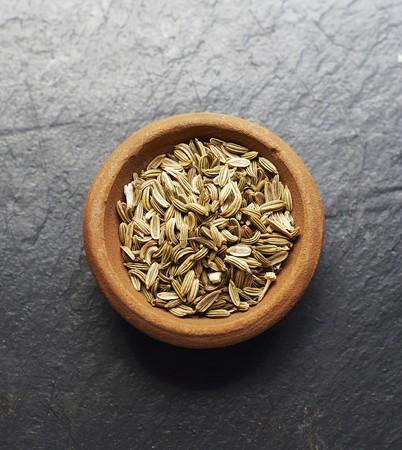 fennel seeds: A bowl of fennel seeds LANG_EVOIMAGES