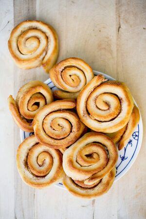 cinnamon swirl: Cinnamon buns