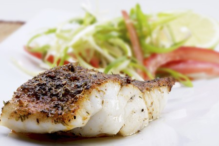 filete de pescado: Filete de pescado al estilo caj�n con una ensalada