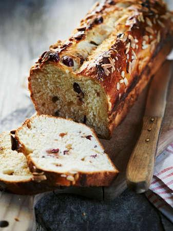 vaccinium macrocarpon: Fruit bread with almonds