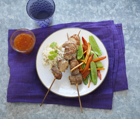 tout: Pork skewers with rice and mange tout (Thailand) LANG_EVOIMAGES