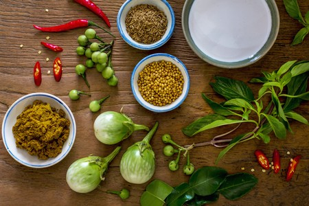 kafir lime: Ingredients for green curry