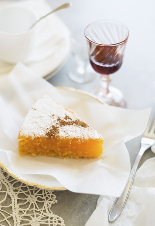 limon: A slice of Toucinho do céu (almond and lemon cake, Portugal) with a glass of port wine LANG_EVOIMAGES