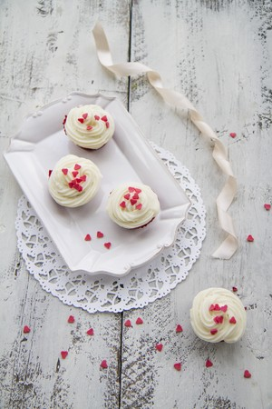 butter icing: Red Velvet cupcakes with sugar hearts