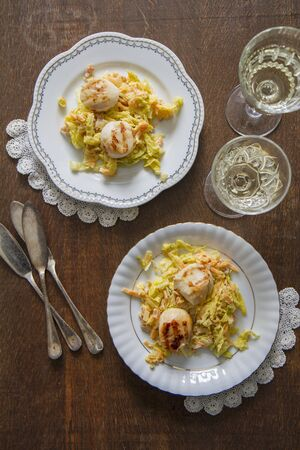 coquille: Fried scallops with white wine, leeks and carrots