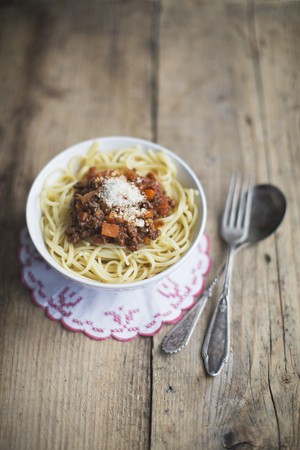 spaghetti bolognese: Spaghetti bolognese with Parmesan LANG_EVOIMAGES