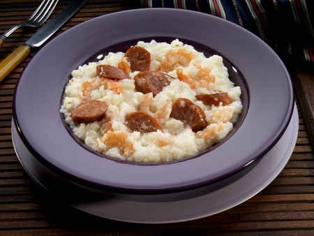 grits: Grits with sausage and prawns (USA)