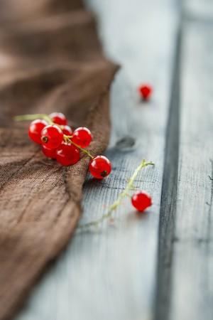 brownness: Redcurrants on a brown cloth LANG_EVOIMAGES