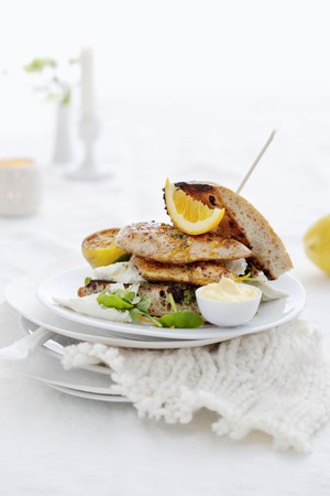 chicken sandwich: Chicken sandwich with lemon and mayonnaise LANG_EVOIMAGES