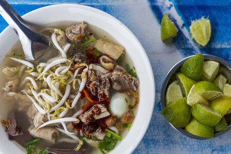 bean sprouts: Noodle soup with chicken and bean sprouts (Vientiane, Laos)