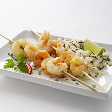 gambas: Prawn skewers with wild rice and limes