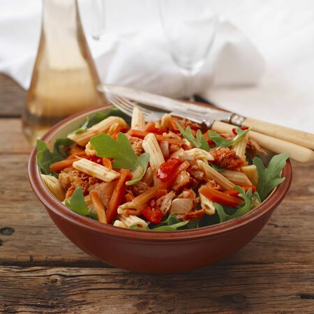 arugola: Tuna pasta salad with peppers and rocket