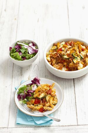 cocozelle: Fusilli bake with minced meat, courgettes and tomatoes