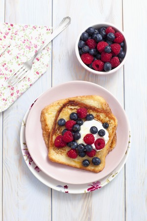 maple syrup: French toast with maple syrup, berries and yoghurt