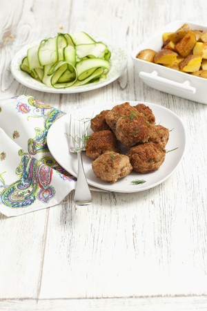 cocozelle: Meatballs served with a courgette salad and roast potatoes LANG_EVOIMAGES