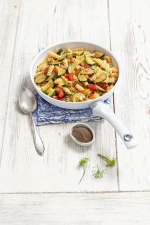cocozelle: Fusilli with courgettes, tomato and dill