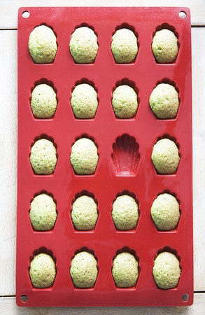 Pandan madeleines in a baking mould LANG_EVOIMAGES