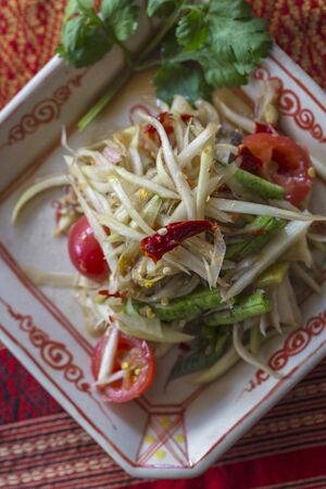 tam: Som Tam Thai (spicy papaya salad, Thailand)