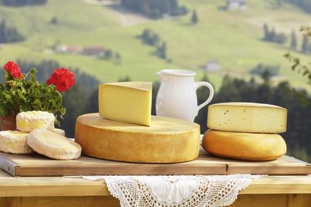 cheese platter: A cheese platter from Salzburg, Austria (Schmierkäse, Bergkäse, Almkönig and Bierkäse)