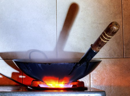 gas cooker: A wok on a gas cooker LANG_EVOIMAGES