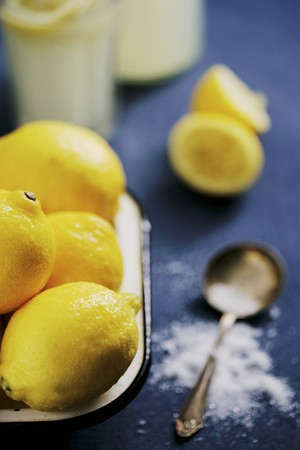 soda pops: Lemons, sugar and homemade lemonade