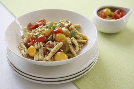 wild marjoram: Pasta with colourful tomatoes, oregano and pine nuts