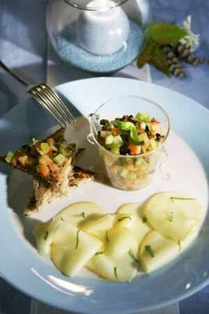 candlelit: Vegetable salad with scamorza and bread