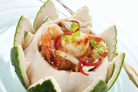 coquille: Seafood salad in a grapefruit bowl (Thailand) LANG_EVOIMAGES