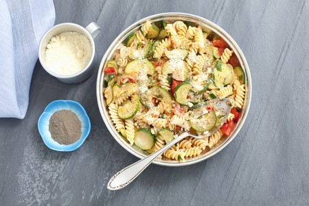 cocozelle: Fusilli bake with minced meat, courgette, tomatoes and Parmesan