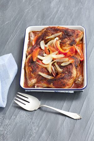 allium cepa: Roast chicken legs with peppers and onions LANG_EVOIMAGES