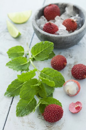 lychees: Fresh lychees, mint and lime wedges LANG_EVOIMAGES