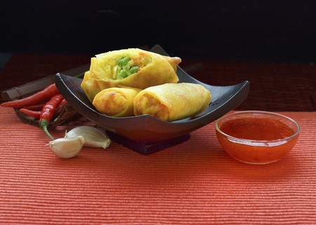 chilli sauce: Spring rolls with chilli sauce
