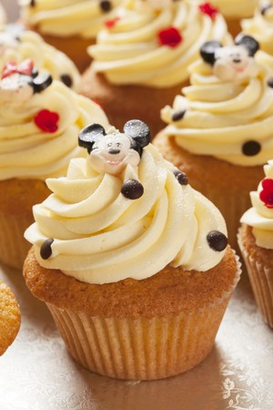minnie mouse: Mickey and Minnie Mouse cupcakes LANG_EVOIMAGES