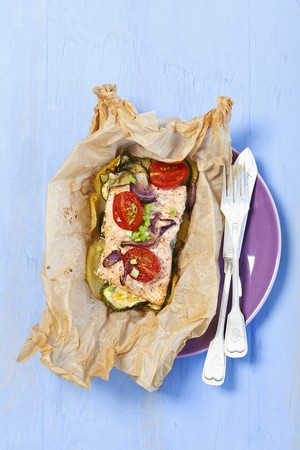 cocozelle: Salmon steak in parchment paper
