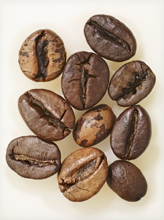 coffeebeans: Ten coffee bean, extreme close-up LANG_EVOIMAGES
